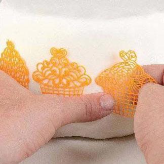 /e/d/edible_lace_mal_cupcakes.jpg