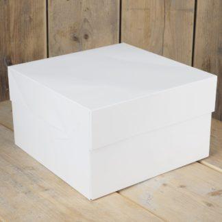 Witte taartdoos met afmeting van 28,2 x 28,2 en 15cm. hoogte